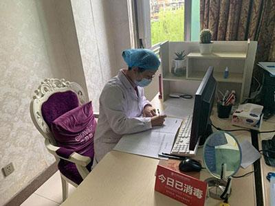 """胎记患者眼中的""""��嗦大王""""―梁亮医生"""